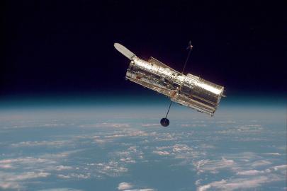 Hubble-Weltraumteleskop in der Erdumlaufbahn