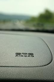 Amaturenbrett mit Airbag-Logo