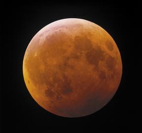 Blutmond während der Mondfinsternis vom 9. Januar 2001