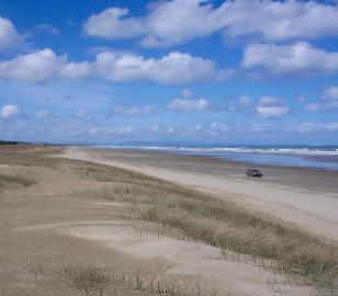 Fahrender PKW am Ninety Mile Beach