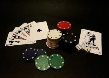 Spielkarten, Würfel und Jetons