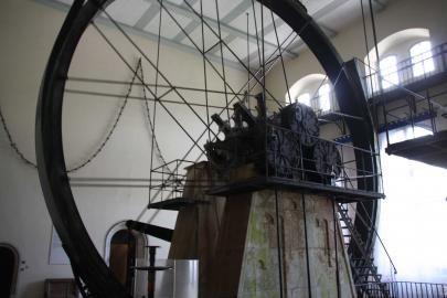 Eines der beiden Wasserräder im Pumpenhaus der alten Saline in Bad Reichenhall.