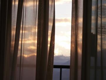 Transparente Vorhänge im Abendlicht