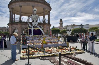 Zum Día de los Muertos werden überall geschmückte Altäre für die Toten aufgestellt.