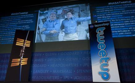 Astronauten beim Twittern in der ISS