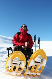 Rastender Schneeschuhläufer