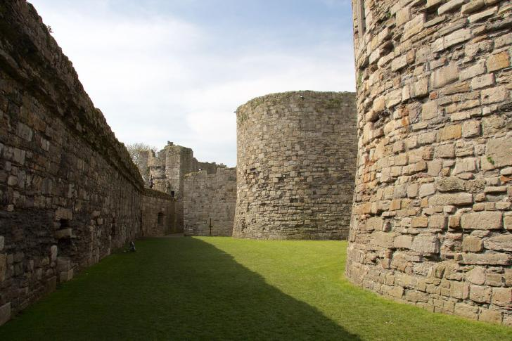 Zwinger der Burgruine Beaumaris Castle