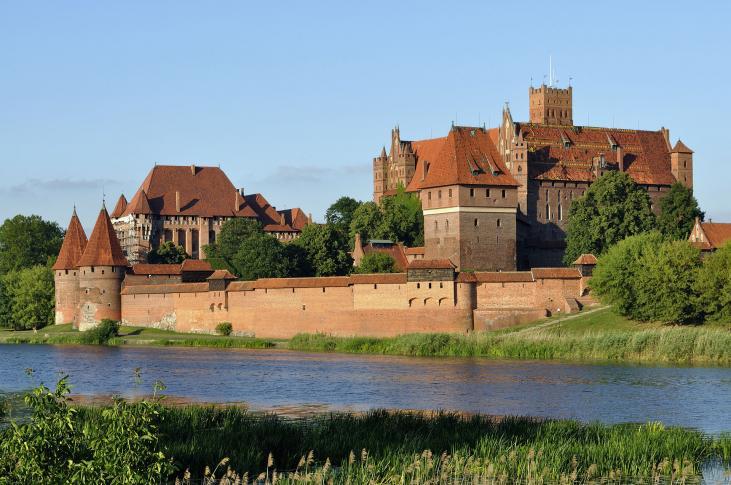 Panorama der Marienburg am Ufer der Nogat