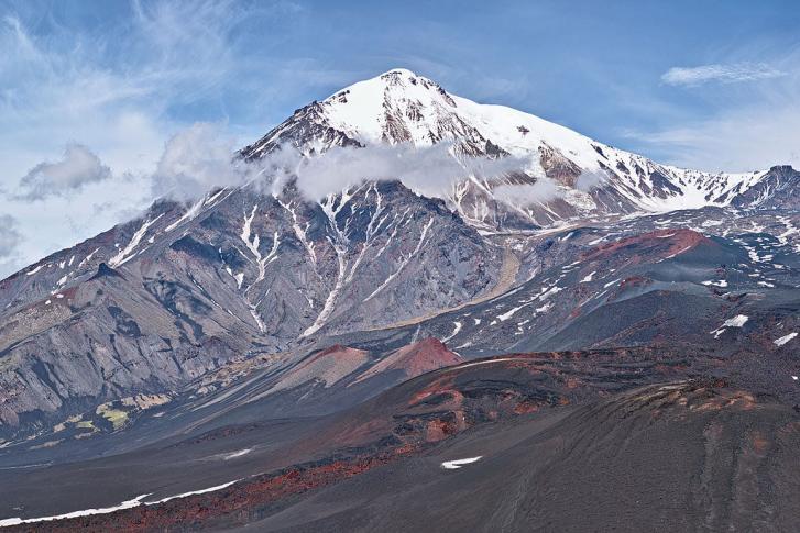 SSW-Ansicht des Vulkans Tolbatschik in Kamtschatka