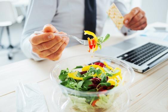 Salatschale im Büro