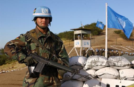 Bolivianischer Blauhelm-Soldat bei einer Übung in Chile