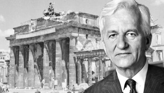 Brandenburger Tor nach Kriegsende und Bundespräsident Richard von Weizsäcker, 1984