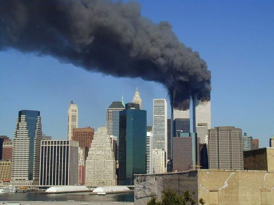 Die brennenden Zwillingstürme des New Yorker World Trade Centers