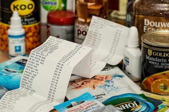 Einkauf und Kassenzettel
