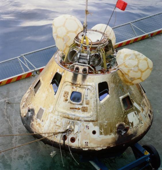 Apollo-8-Kapsel an Deck der USS Yorktown