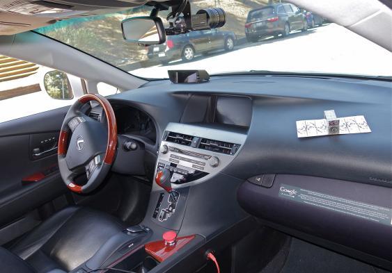 Kabine des Lexus RX 450h Google driverless car