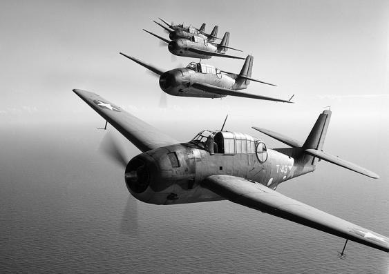Fünf Torpedobombern vom Typ TBF Avenger, 1943