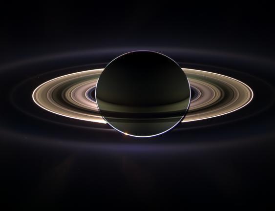 Saturn im Gegenlicht