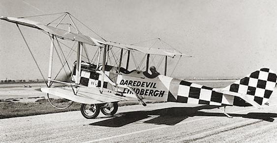 Charles Lindbergh als Kunstfliger mit einer Standard J-1 (1924)