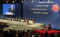Plansprachen können sich insbesondere auf internationalen Kongressen bewähren..j