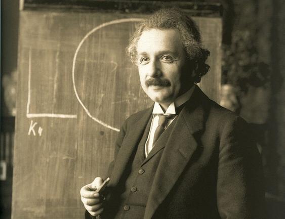Albert Einstein während einer Vorlesung in Wien, 1921