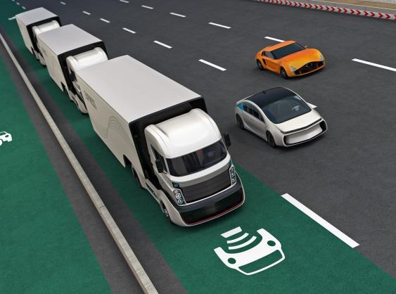 Symbolbild Straße mit Ladespur für Elektroautos