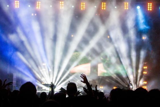 Lightshow eines Rockkonzerts