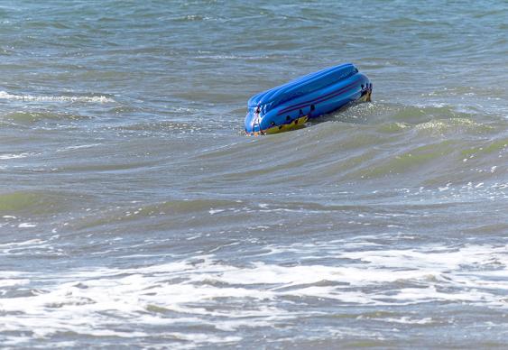 Umgekipptes Rettungsboot