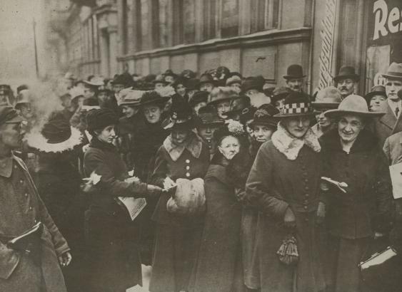 Weibliche Wähler bei der Wahl zur Deutschen Nationalversammlung von 1919