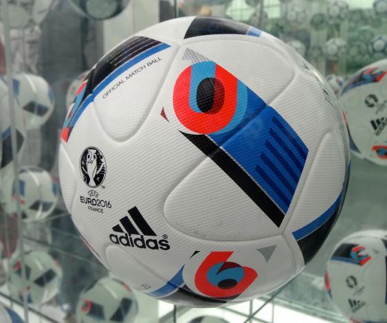 Beau Jeu, der offizielle der Spielball der Fußball-EM 2016