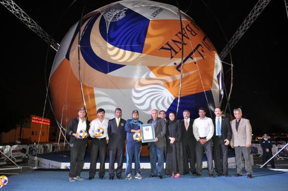 Größter Fußball der Welt - präsentiert 2013 in Doha, Qatar