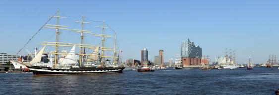 Großsegler auf der Elbe vor Hamburg