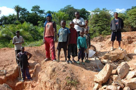 Kinderarbeit in der kongolesischen Wolframmine Kailo