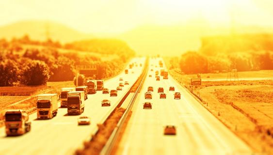 Autobahn unter Hitzeglocke