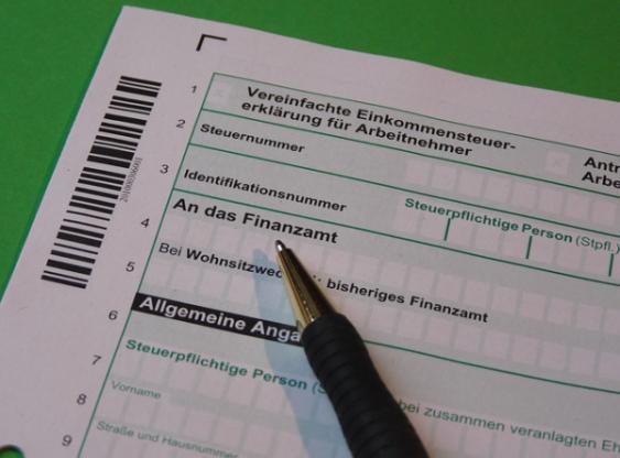 Steuerfromlar und Kugelschreiber