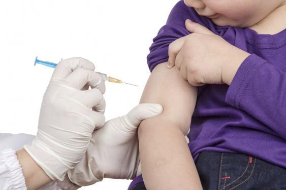 Impfung mit Spritze