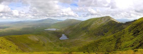 Blick von der Nephin Beg Range auf die Moorlandschaft des Ballycroy National Park