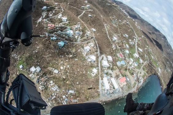 Blick aus dem Helicopter auf einen von Irma verwüsteten Ort.
