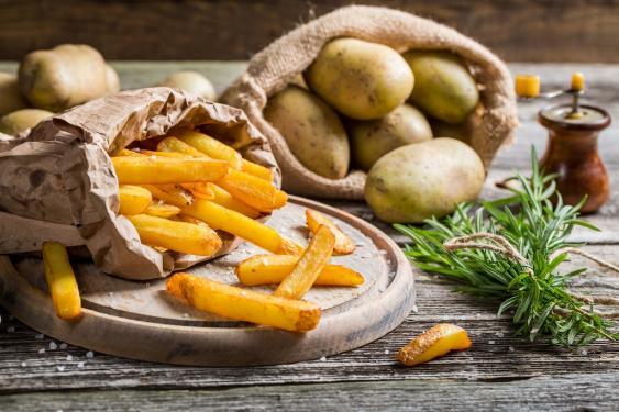 Pommes frites und Kartoffeln