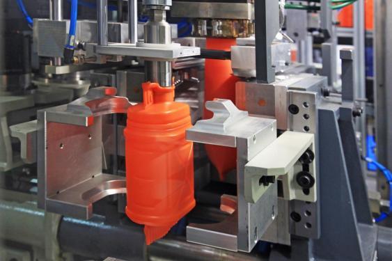 Pressformgebung eines Kunststoffbehälters