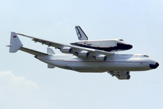An-225 Mriya mit Raumfähre Buran auf dem Buckel