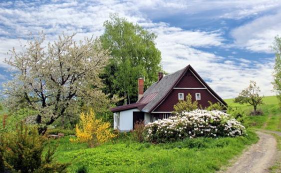 Landhaus im Frühling