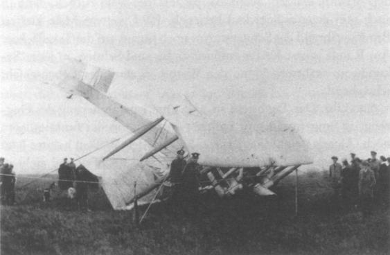 Vickers Vimy von Alcock und Brown nach der Landung in Irland am 15. Juni 1919