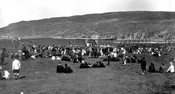 Zuschauer auf dem Lester's Field in St. Johns's, Neufundland, am 14. Juni 1919
