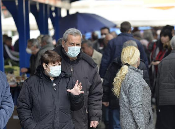 Maskenträger auf dem Markt