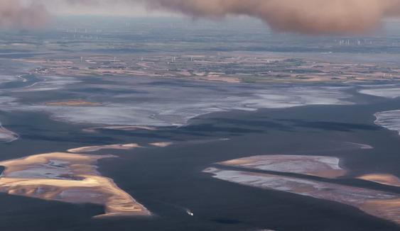 Blick über das nordfriesische Wattenmeer mit Südfall und Nordstrand