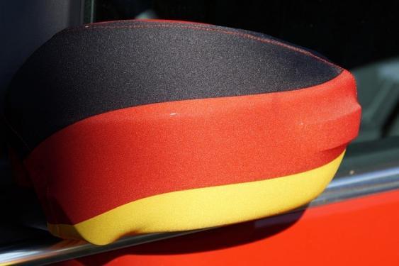 Spiegelbezug in Deutschlandfarben