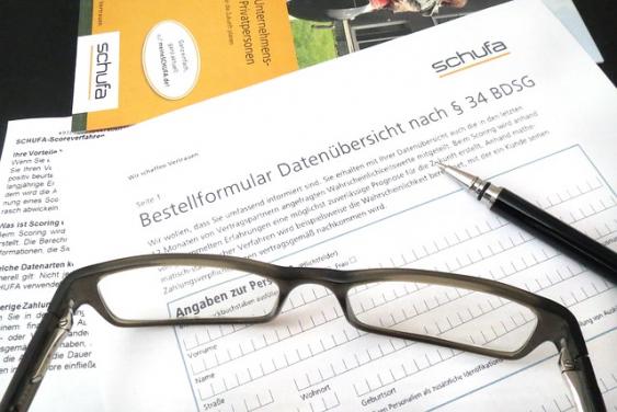 Brille und Formulare