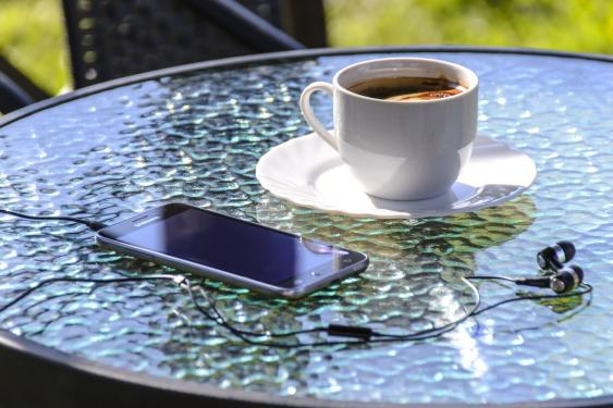 Kaffeetasse + Smartphone