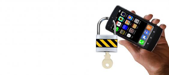 Smartphone mit Vorhängeschloss